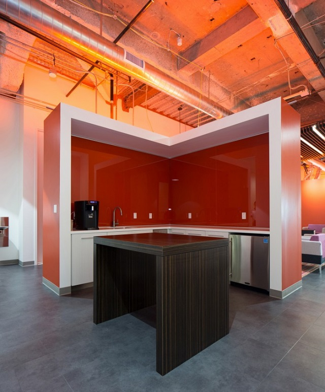 26_macys-office-design_Swinerton-700x846